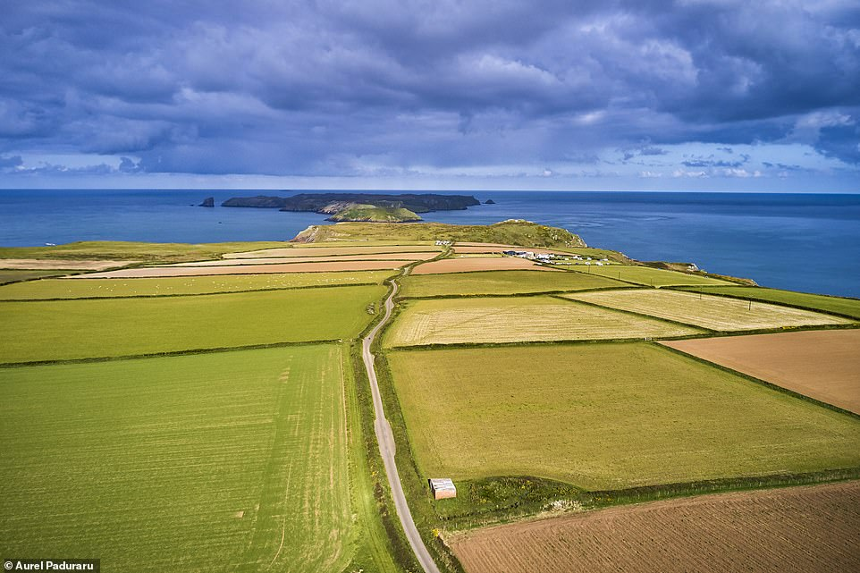 28158942 8300951 Aurel snapped this aerial image which shows the Pembrokeshire co a 42 1589184951819
