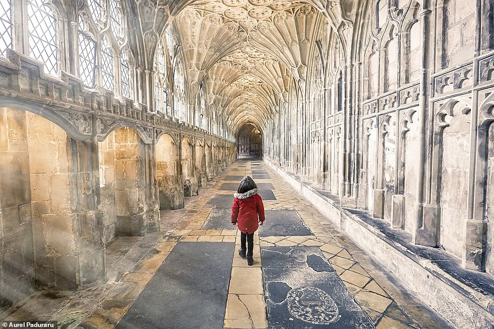 28158968 8300951 Aurel s young son wanders through Gloucester Cathedral which ori a 38 1589184951816